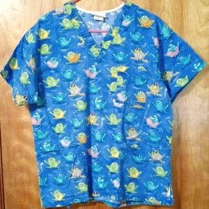 Peaches medium scrub top frogs in the pond design